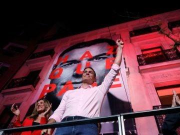 El líder del PSOE, Pedro Sánchez, durante la noche electoral.