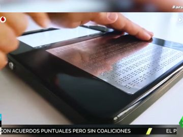 Crean una tablet que traduce a braille las páginas web para las personas invidentes