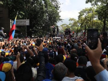Oposición en Caracas apoya el levantamiento de Juan Guaidó