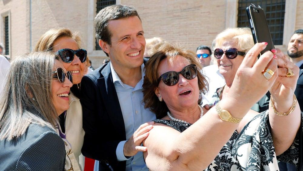 Casado durante la campaña electoral del 26M en Valencia