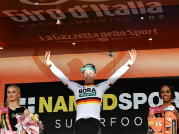 Ackermann celebra una victoria en el Giro