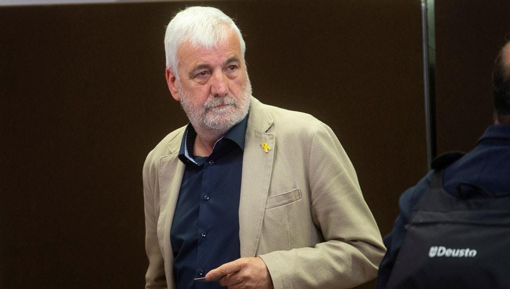 """Matamala recoge el acta de senador y promete defender """"la libertad de los presos políticos"""""""
