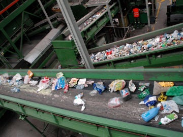 Planta de selección de envases para su posterior reciclaje.