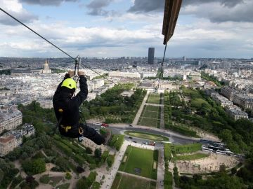 Tirolina Torre Eiffel