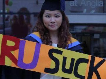 """Una estudiante consigue 70.000 euros tras demandar a una universidad por no recibir la """"alta calidad"""" de enseñanza que prometía"""