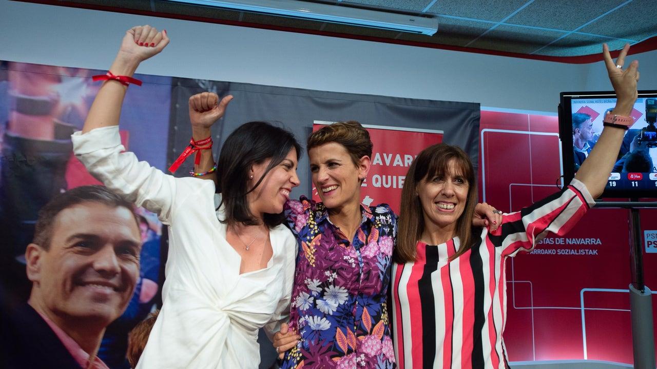 María Chivite, Adriana Maldonado y Maite Esporrín en la sede del PSOE-PSN