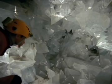 Abren al público 'La Geoda', una cueva de cristales gigantes a 60 metros de profundidad