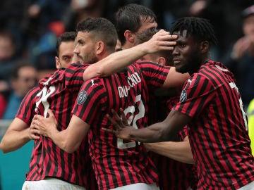 Los jugadores del Milan celebrando un gol ante el Frosinone