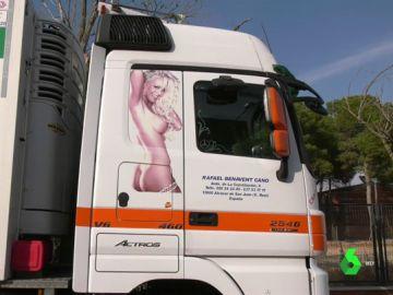 Un juez obliga a una empresa de camiones a retirar la imagen de una mujer desnuda de sus vehículos