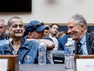 Luis Álvarez, compareciendo en el Congreso para pedir atención médica para quienes 11S.