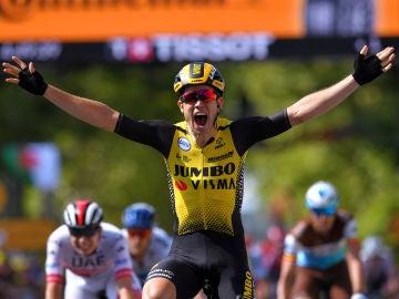Wout van Aert, tras ganar la décima etapa del Tour.