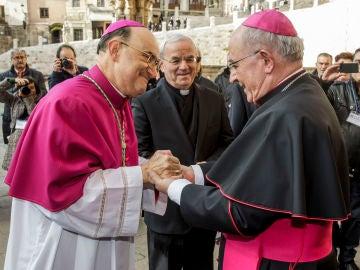 El arzobispo de Burgos, Fidel Herráez, a la izquierda de la fotografía.