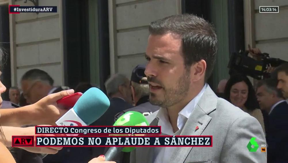 """Alberto Garzón critica el discurso de Pedro Sánchez: """"Llamar a la puerta de izquierda y derecha es incompatible"""""""