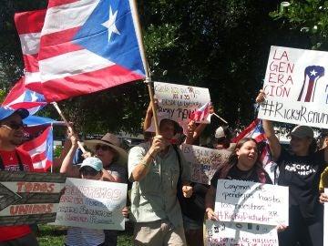 Unos 200 puertorriqueños se manifiestan este domingo para pedir la destitución de Ricardo Rosselló
