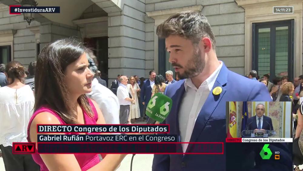 Gabriel Rufián habla con María Llapart