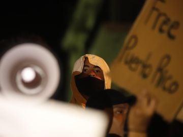 Bad Bunny participa en una protesta este martes, en San juan (Puerto Rico)