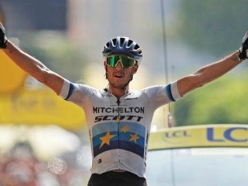 Matteo Trentin celebra una victoria de etapa