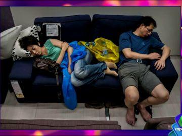 En Ikea como en casa: las surrealistas imágenes de clientes de la cadena de muebles en China