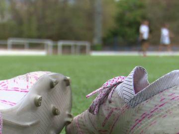Ni cantantes, ni actrices: las niñas quieren ser futbolistas