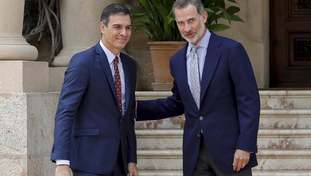 Pedro Sánchez junto al rey Felipe VI en Marivent