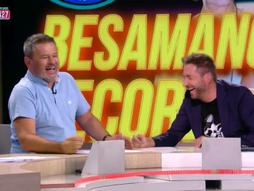 El saludo rapero de Frank Blanco y Miki Nadal que desata la risa de los zapeadores