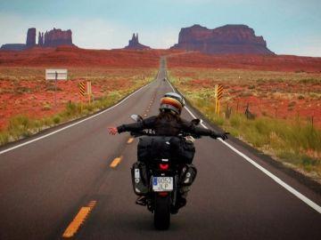 Alicia Sornosa, la primera mujer de habla hispana en dar la vuelta a la Tierra en su moto