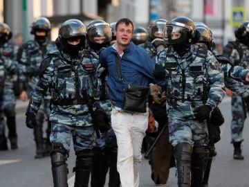 Represión policial en las protestas en Moscú