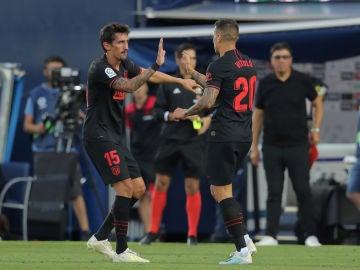 Savic felicita a Vitolo por su gol contra el Leganés
