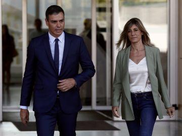 Pedro Sánchez y su mujer Begoña Gómez visitan al rey