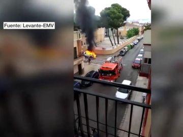 Incendia el coche de su expareja y muere atropellado horas después