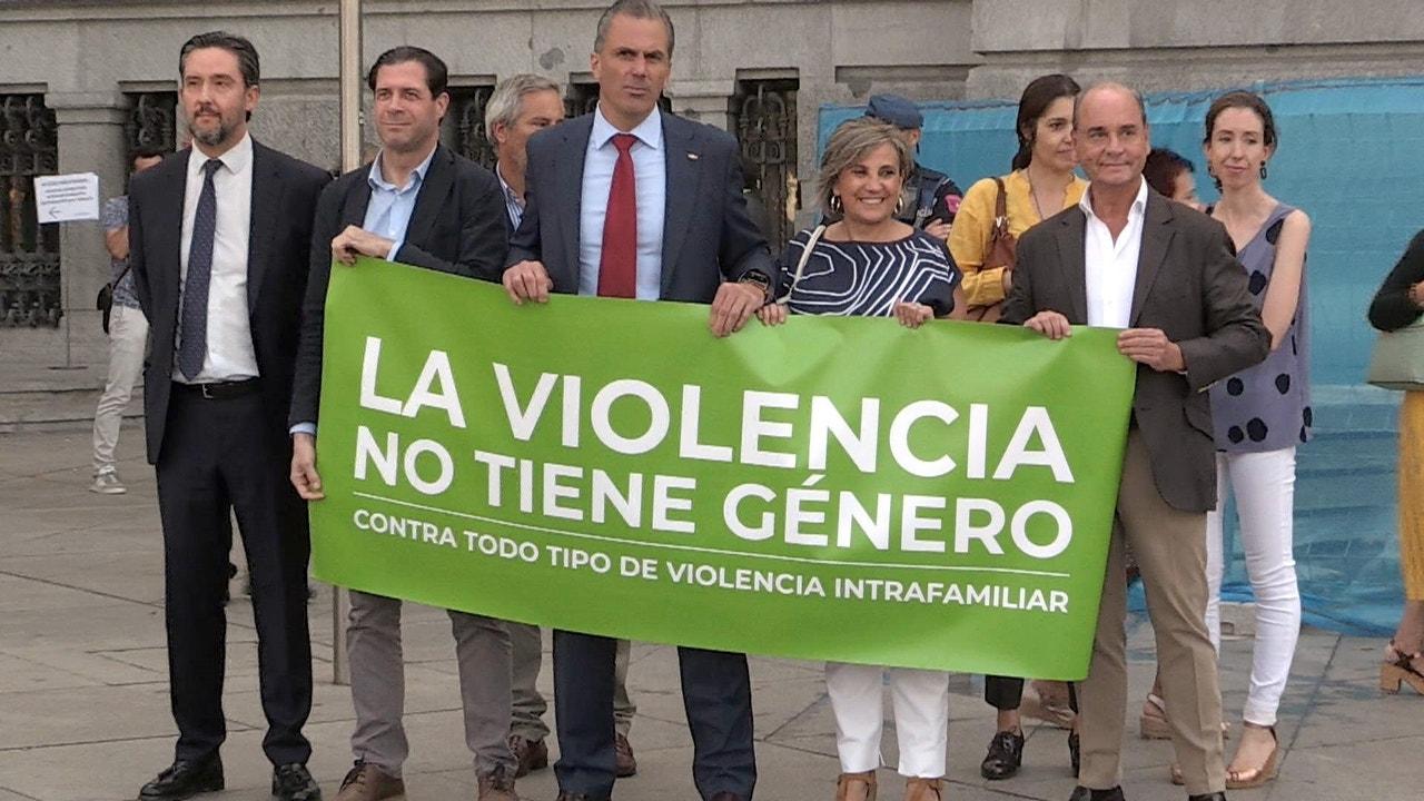 La pancarta que llevó Vox al minuto de silencio