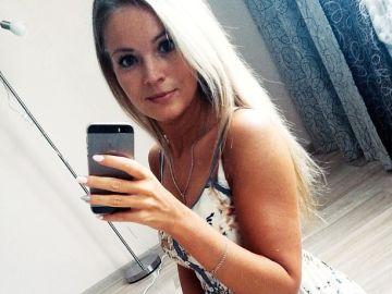 Imagen de la joven que ha fallecido tras caer su móvil en la bañera y electrocutarse