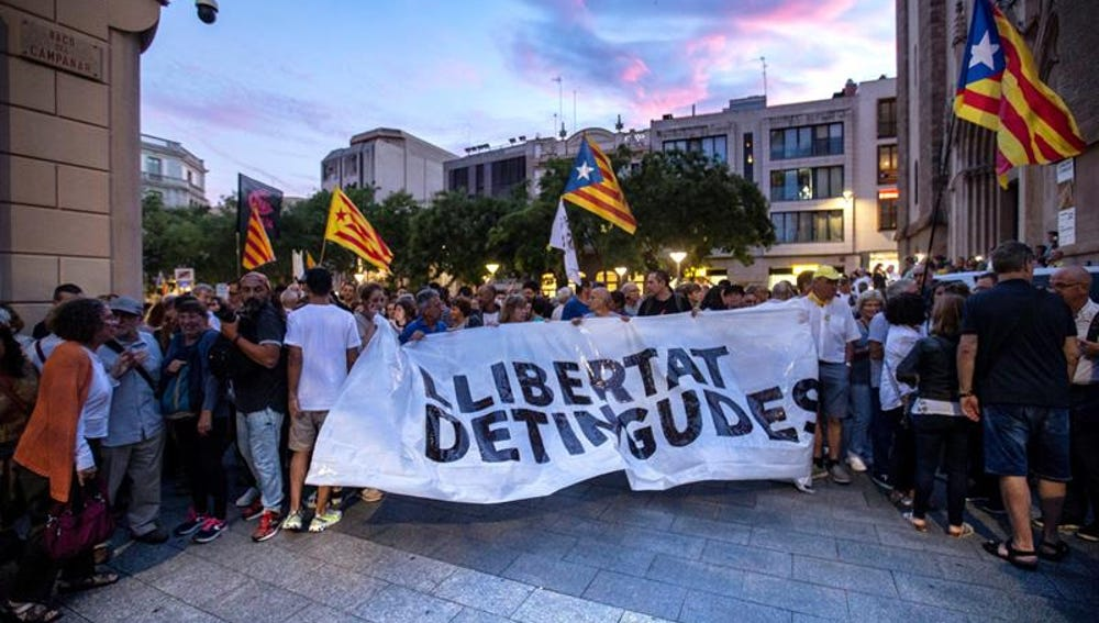 Concentración en apoyo de los CDR detenidos