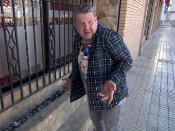 """Chicote analiza la 'cara' de La Cueva de Juan: """"Los toldos están deshilachados y las jardineras son un almacén de mierda"""""""