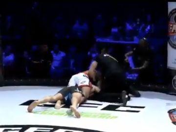 Abrahamyan estrangula a su rival en pleno combate