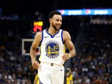 Stephen Curry sonríe