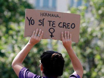Pancarta ' hermana, yo si te creo'