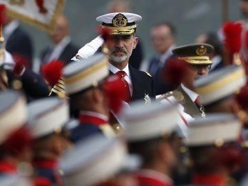 Imagen del rey Felipe VI durante del desfile del 12 de octubre