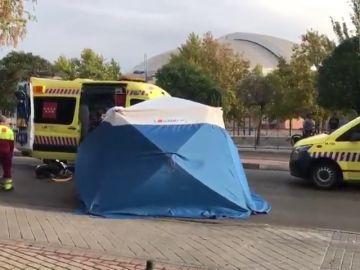 Imagen de los servicios de emergencia en el lugar de la reyerta en Leganés