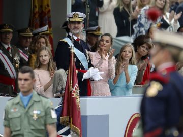 Los reyes presiden el desfile del 12 de octubre