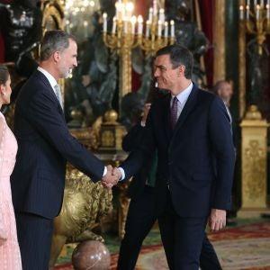 Pedro Sánchez con los reyes en la recepción del 12 de octubre