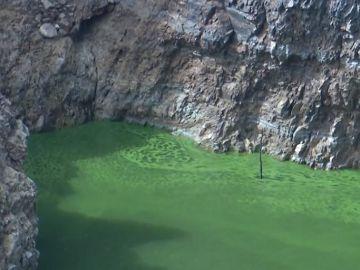 Imagen del río Tajo teñido de verde