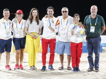 Sandra Sánchez y Damián Quintero, con sus medallas de oro