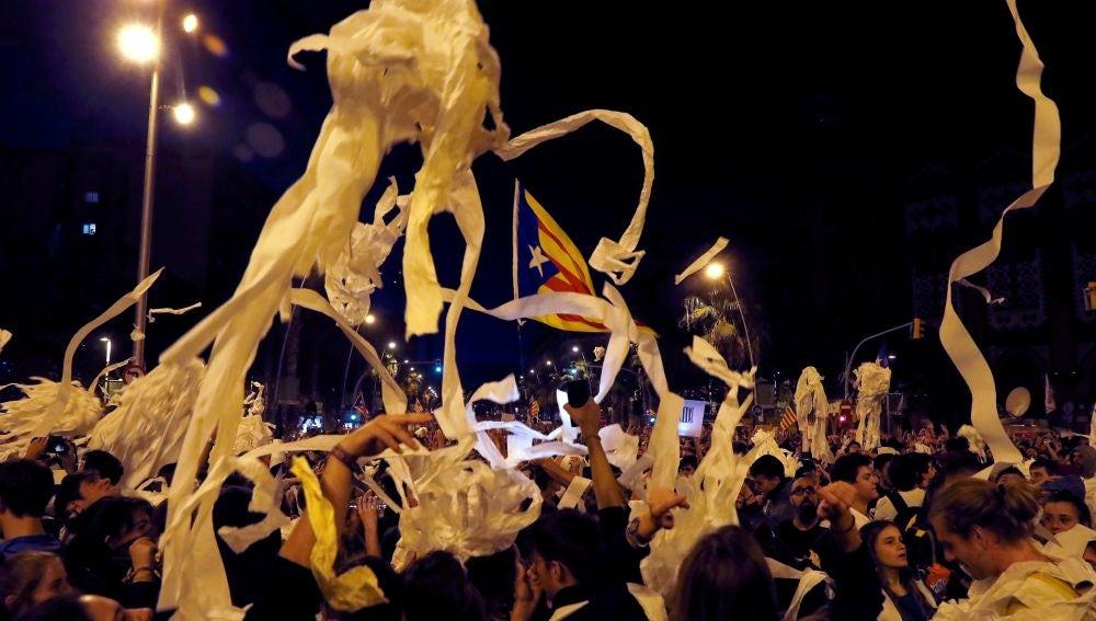 laSexta Noticias 20:00 (16-10-19) Lluvia de papel y marchas reivindicativas en la tercera jornada de protestas tras la sentencia del procés