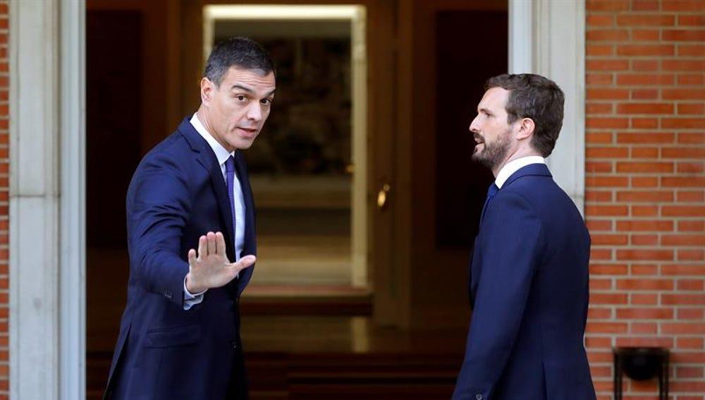 Pedro Sánchez recibe a Pablo Casado en la Moncloa