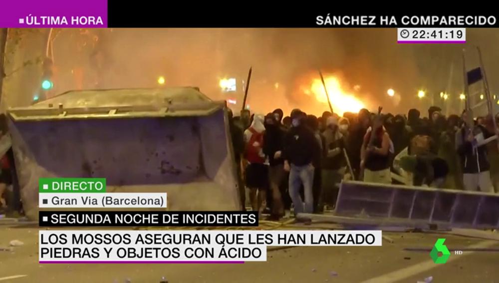 El vídeo de la desolación en Barcelona: así sufre la ciudad condal los graves disturbios tras la sentencia del procés