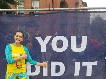 Shantelle Gaston-Hird, tras batir la marca de media maratón corriendo de espaldas