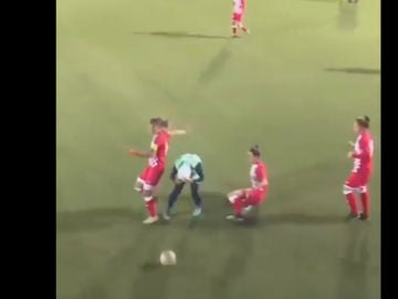 Jugadora pierde su hiyab en pleno partido