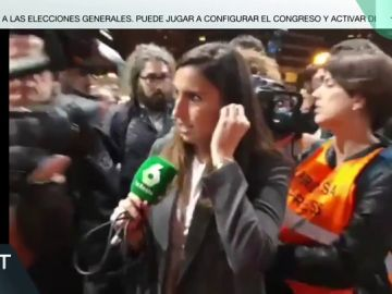 El acoso de varios manifestantes a la periodista de laSexta Claudia Collado en la estación de Sants