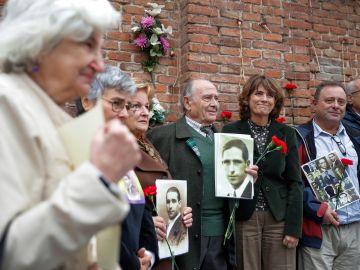 Dolores Delgado honra a 18 víctimas del franquismo: No es revancha, es justicia.